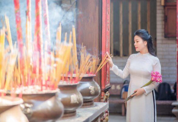 Áo dài chùa chiền