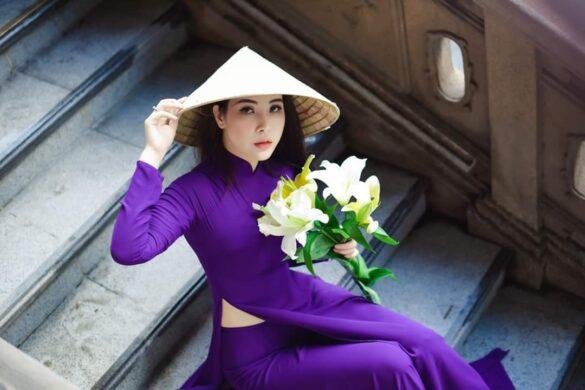Áo dài và hoa loa kèn đẹp