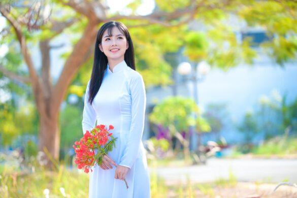 Chụp ảnh áo dài hoa phượng đẹp