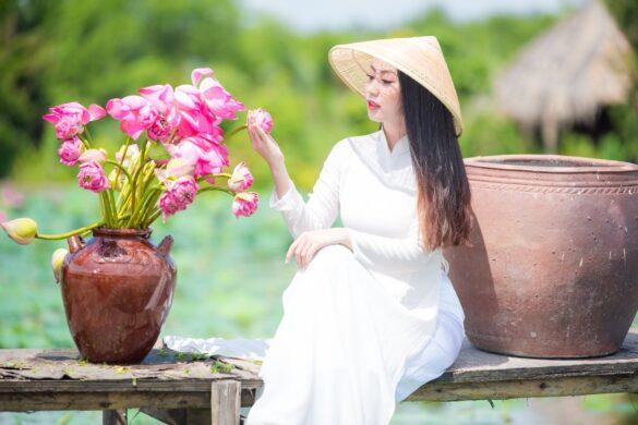 Ảnh áo dài trắng ở hoa sen Tam Đa đẹp