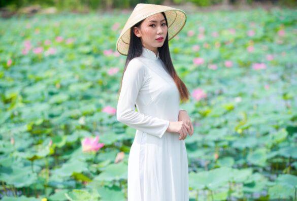 Ảnh áo dài trắng xinh đẹp ở hoa sen Tam Đa