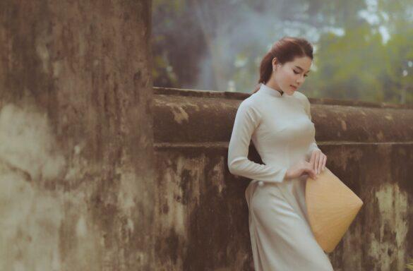 Ảnh nữ sinh mặc áo dài bên lăng ông Bà Chiểu đẹp